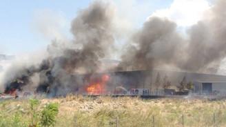 Çiğli'de plastik fabrikasında yangın