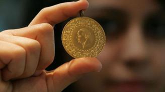 Altın fiyatları dolarla birlikte geriliyor