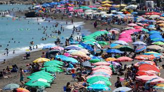 Oteller yüzde yüz doldu, turistler sahile akın etti