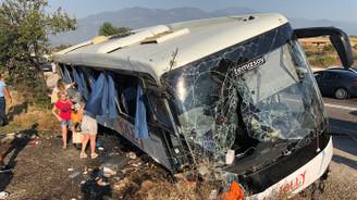 Tur otobüsü şarampole devrildi: 20 yaralı