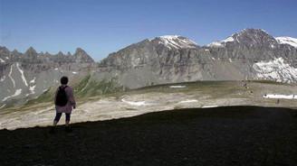 İsviçre Alpleri'nde uçak düştü