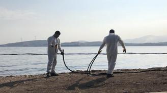 Foça'da denize sızan akaryakıtın yüzde 80'i temizlendi