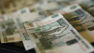 Ruble sert düşüşün ardından toparlanıyor