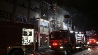 Bayrampaşa'da çorap atölyesinde yangın