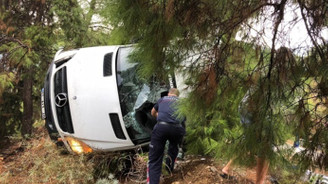 Kemer'de minibüs devrildi: 3 ölü, 3 yaralı