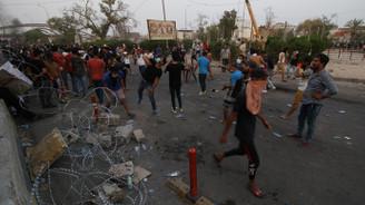 Basra'da göstericiler belediye binasını ateşe verdi