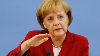 Merkel: Türk ekonomisinin gelişmesi bizim çıkarımıza