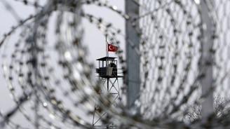 Yunanistan 2 Türk askerini iade etti
