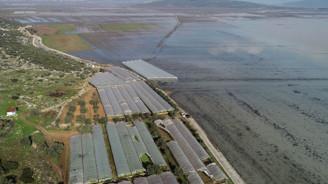 İzmir'de aşırı yağışın etkileri giderilmeye çalışılıyor