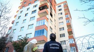 Beylikdüzü'nde 11 katlı binada yangın çıktı