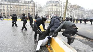 Sarı yeleklilere polis müdahalesi