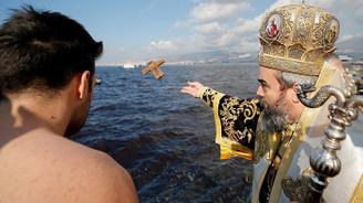 Hz. İsa'nın doğuşu denizden haç çıkarma töreniyle kutlandı