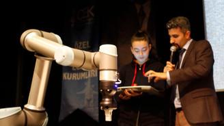 Universal Robots ortaokul öğrencilerine cobot'ları anlattı