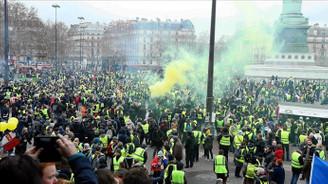 Fransa'da bin 796 sarı yelekliye hapis cezası verildi