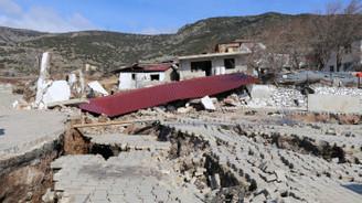 İzmir'de toprak kayması: 12 ev tahliye edildi
