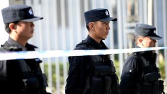 Çin gözaltısında rakip şüphesi