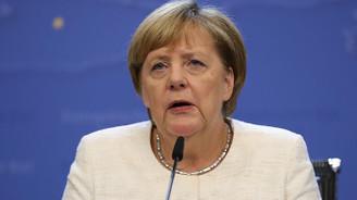 Merkel'den yardım kurallarını gevşetin çağrısı