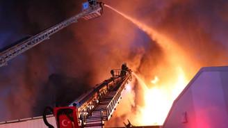 250 kişinin çalıştığı fabrika tamamen yandı