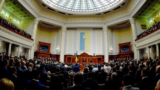Ukrayna Parlamentosu Zelenskiy'e karşı