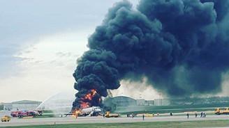 Rusya'da uçak iniş yaparken alev aldı: 13 ölü