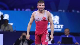 Süleyman Atlı Dünya Güreş Şampiyonası'nda gümüş madalya kazandı