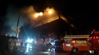 AVM'de korkutan yangın