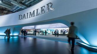 Maliyetler arttı, Daimler'in kârı yarıya indi