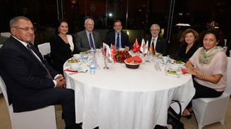 Fahri konsoloslara 'işbirliği' daveti