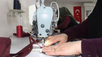 Kadınlar bez poşet üretimine başladı