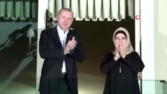 Cumhurbaşkanı Erdoğan ve eşi Emine Erdoğan'dan sağlık çalışanlarına destek