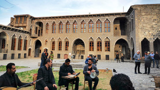"""""""Diyarbakır'ı sevmek, mukaddes bir vazifedir"""""""