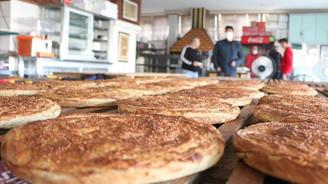 Aksaray'da sahur sofralarının lezzeti: Tahinli pide
