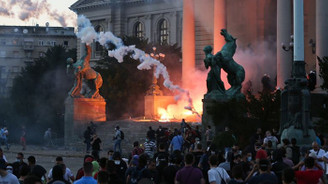 Sırbistan'da COVID-19 tedbirlerine karşı gösteriler sürüyor