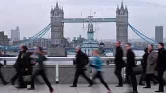Fitch İngiltere'nin kredi notunu düşürdü
