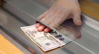Vatandaş ilk kez dolar sattı