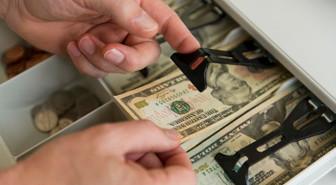 Piyasalarda virüs tehdidi sürüyor, dolar 6,14'ü aştı