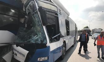 Başkentte iki otobüs çarpıştı: 1 ölü, 14 yaralı