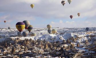 Kapadokya'da yarım milyon kişi balonla uçtu
