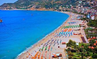 Antalya nisanda yaklaşık 1 milyon turist ağırladı