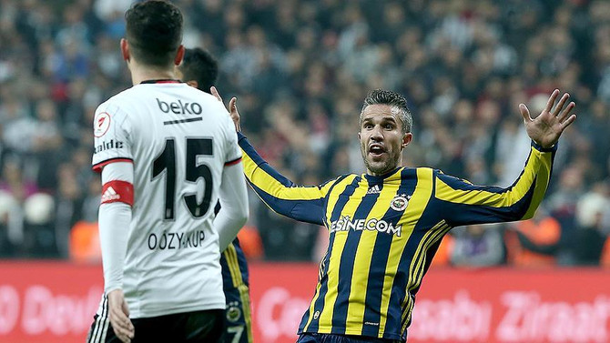 Fenerbahçeli Van Persie'nin cezası indirildi