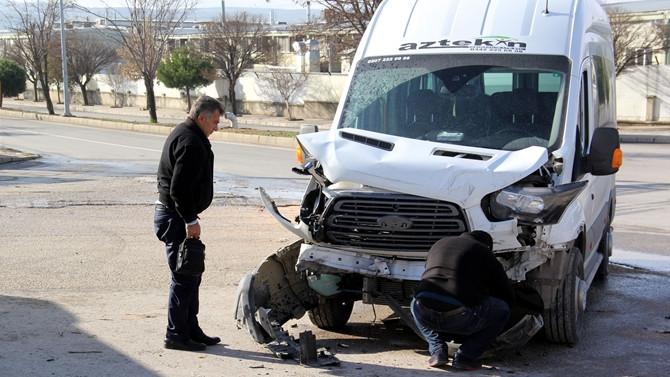 İşçi servisleri çarpıştı: 20 yaralı