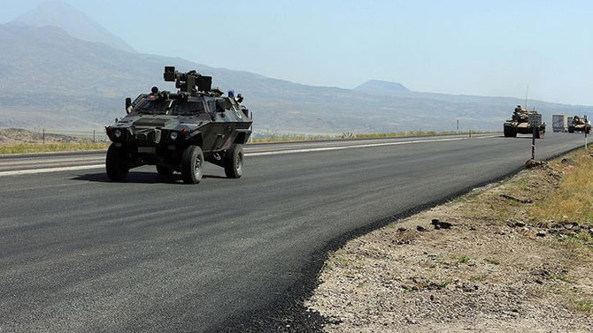 Hakkari'de askeri araca roketli saldırı