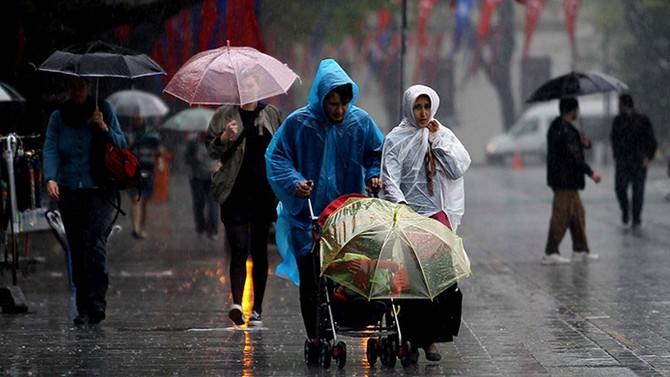 Sağanak yağış İstanbul'u terk etmiyor