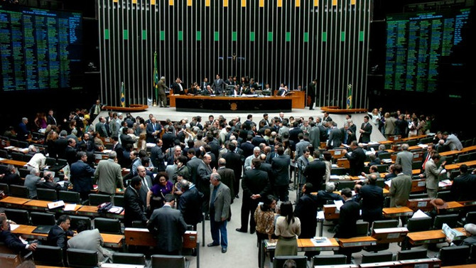 Brezilya'da tartışmalı çalışma reformu onaylandı