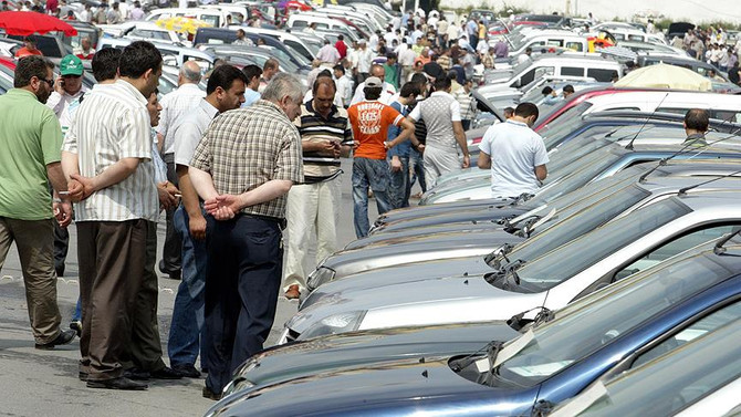 Sıfır araç pazarı daraldı, ikinci el canlandı