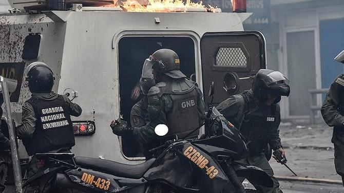Venezuela'da askeri üsse saldırı