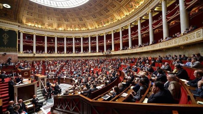 Fransa, çalışma yasasında geri adım atmıyor