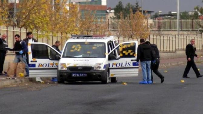 Diyarbakır'da polis aracına saldırı: 3 yaralı