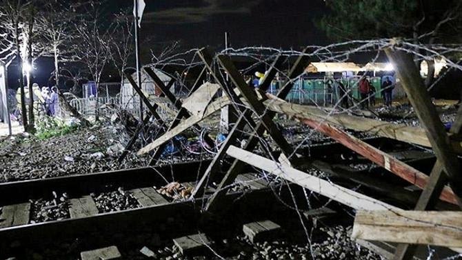 Makedonya-Yunanistan sınırına tel örgü çekiliyor