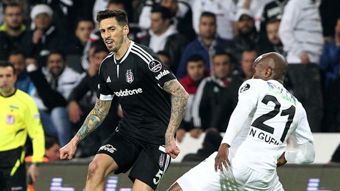 Akhisar'dan Beşiktaş'a darbe